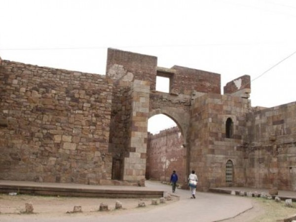 Pavagadh photos, Gate of the Fort Walls - Beautiful Image of The Gate