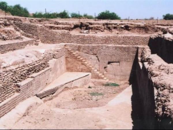 Dholavira photos, Harappan City - Water Reservoir