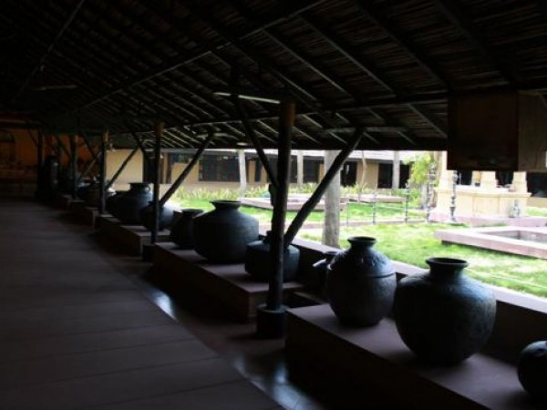 Ahmedabad photos, Vechaar Utensils Museum - Line of Pots