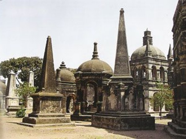 Surat photos, European tombs - Dutch Cemetery