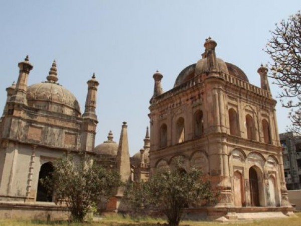 Surat photos, European tombs - Attractive Tombs