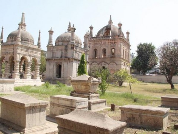Surat photos, European tombs - Inside view