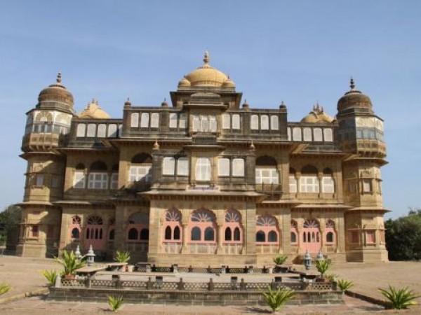 Mandvi photos, Vijay Vilas Palace - Amidst Serene