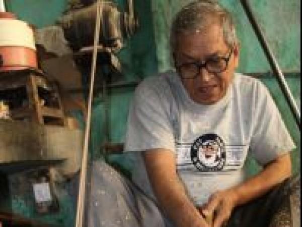 Vadodara photos, Sankheda - A Craftsman at Work