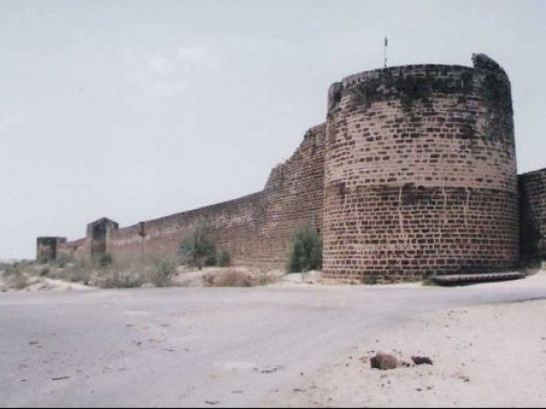 Kutch photos, Lakhpat Fort Town - A Side View