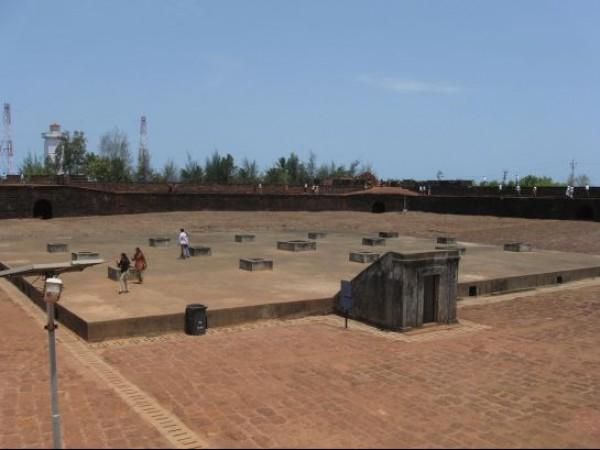 Goa photos, Aguada - Tourists On the Aguada Fort