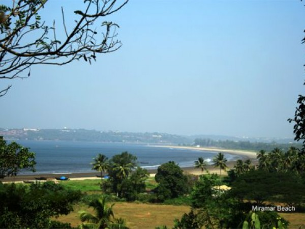 Goa photos, Miramar Beach - A blend of blues & Greens...
