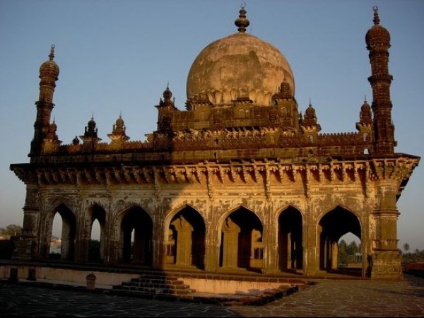 Bijapur photos, Ibrahim Rauza - When Sun Drenched