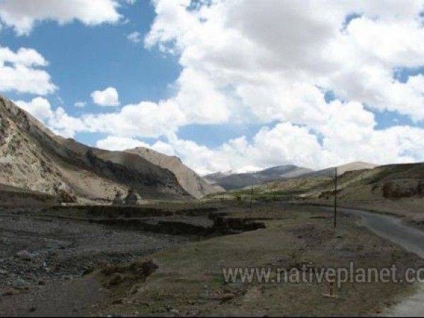 Leh photos, A view of the roadway leading from Leh to Manali