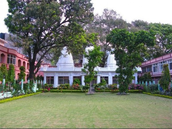 Rishikesh photos, Parmarth Niketan - A beautiful garden
