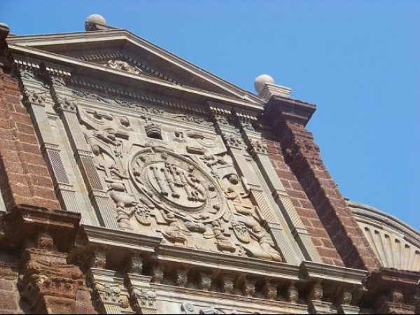 Goa photos, Basilica of Bom Jesus - Entrance