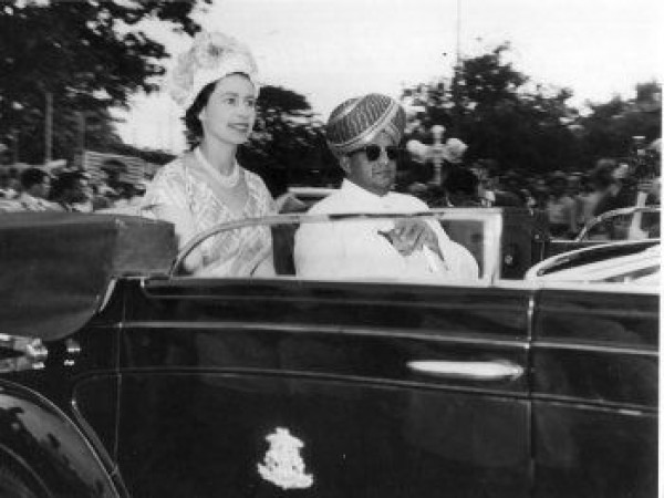 Mysore photos, Jaya Chamarajendra Wadiyar with Queen Elizabeth