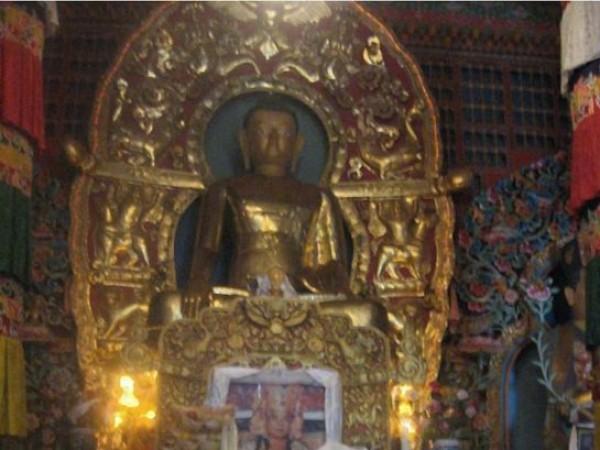 Rumtek photos, Rumtek Monastery - Statue Inside the Monastery