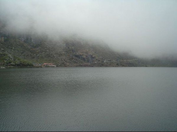 Gangtok photos, Tsongmo or Changu lake - Misty Mountains