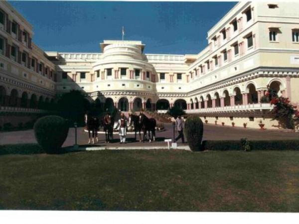 Sariska photos, Sariska Palace - Closer View