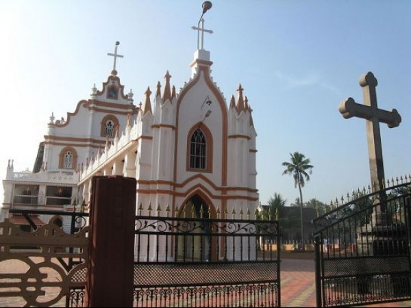 Alleppey photos, Edathua Church - Front Entrance And The Stone Cross