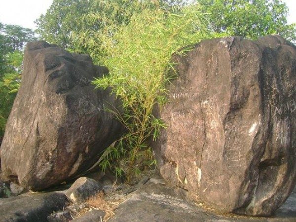 Alleppey photos, Pandavan Rock - Rocks at Chengannur