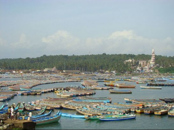 Kovalam photos, Vizhinjam fishing harbor - A Chain of Boats