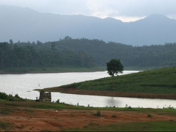 Kalpetta photos, Karapuzha Dam - A view