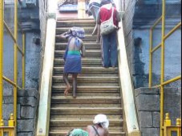 Sabarimala photos, Ayyappa Temple - Step up to reach temple