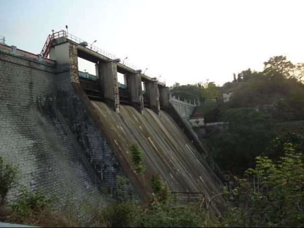 Thrissur photos, Peechi Dam - Side View