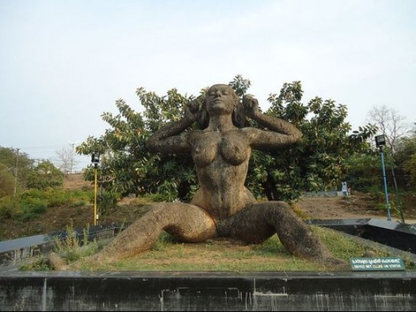 Malampuzha photos, Yakshi Statue - Mighty and imposing statue