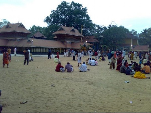 Varkala photos, Sarkara Devi Temple - Devotees In The Premises