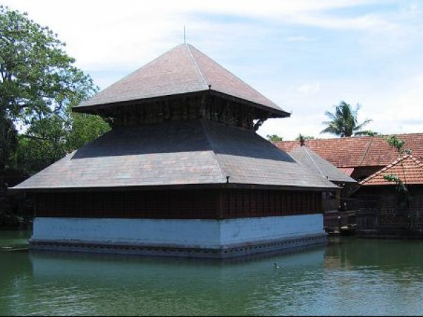 Bekal photos, Ananthapura Temple - Middle of the lake
