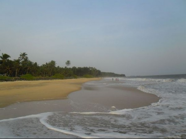 Kannur photos, Kizhunna Ezhara Beach - Sea Waves