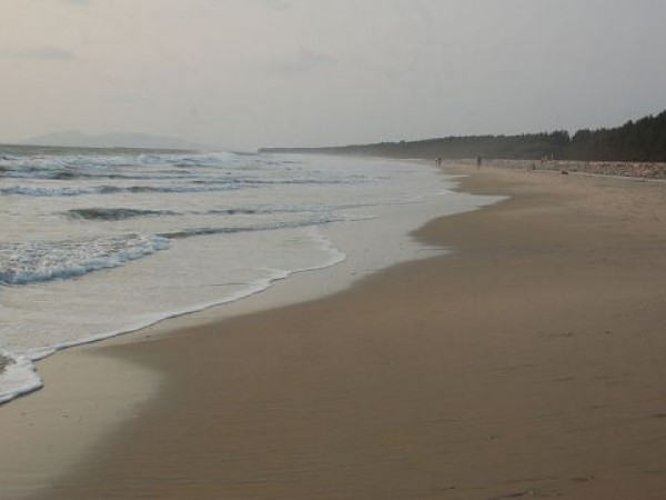 Kannur photos, Meenkunnu Beach - Vast Spread Golden Sand