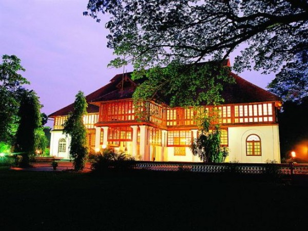 Kochi photos, Bolghatty Palace - Glowing in night