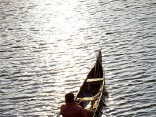 Alleppey photos, A Fisherman in Aleppey