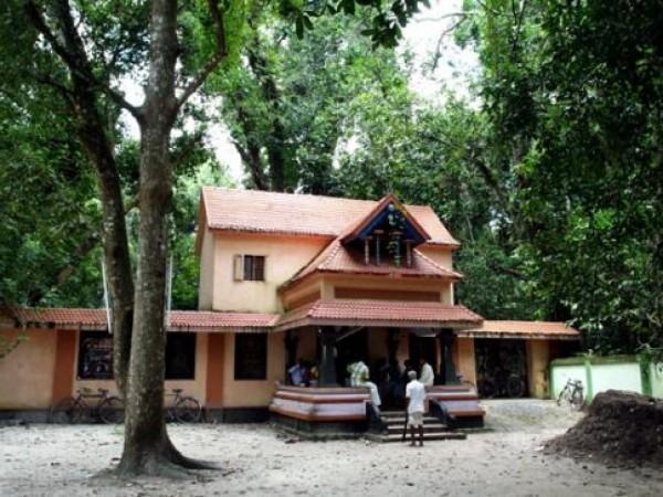 Alleppey photos, Mannarasala Sree Nagaraja Temple - A Front View