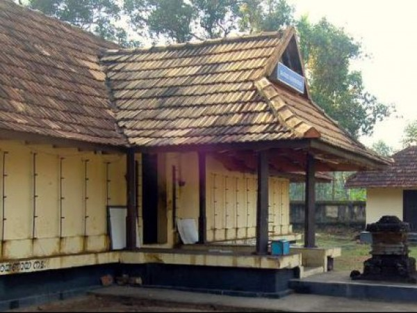 Adoor photos, Sreenarayanapuram Mahavishnu Temple - A Side View