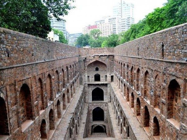 Delhi photos, Agrasen Ki Baoli - Levels of the stepwell