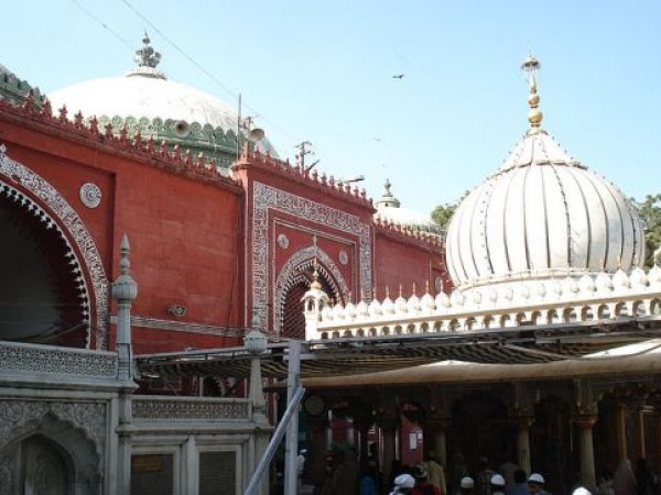 Delhi photos, Nizamuddin Dargah - External View
