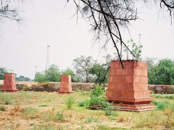 Delhi photos, Coronation Park - Empty Plinths