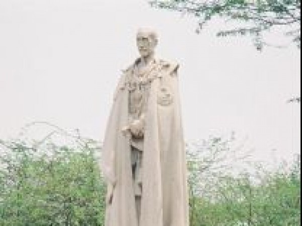 Delhi photos, Coronation Park - Statue of a British Lord