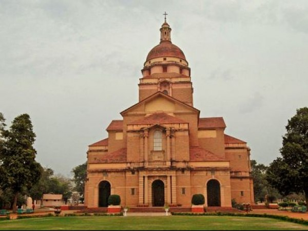 Delhi photos, Cathedral Church of Redemption - Front View
