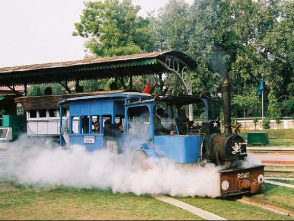 Delhi photos, National Railway Museum - Monorail Steam Engine