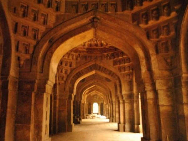 Delhi photos, Moth Ki Masjid - Series of Arches