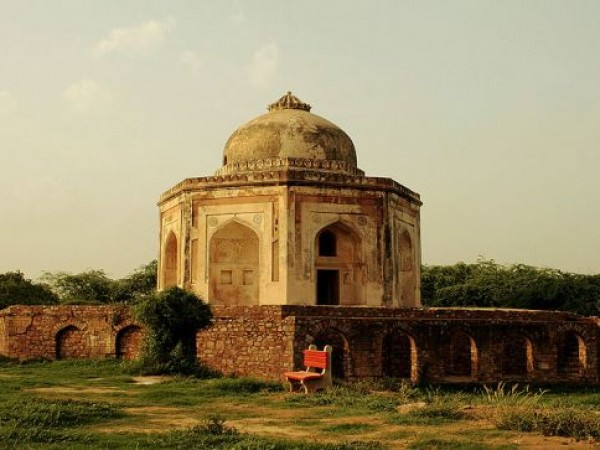 Delhi photos, Mehrauli Archaeological Park - Ruins of Sir Thomas Metcalfe's Dilkusha