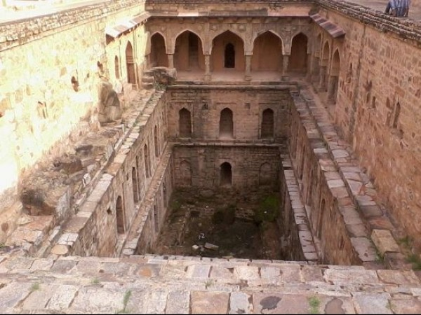 Delhi photos, Mehrauli Archaeological Park - View of Rajon ki Baoli