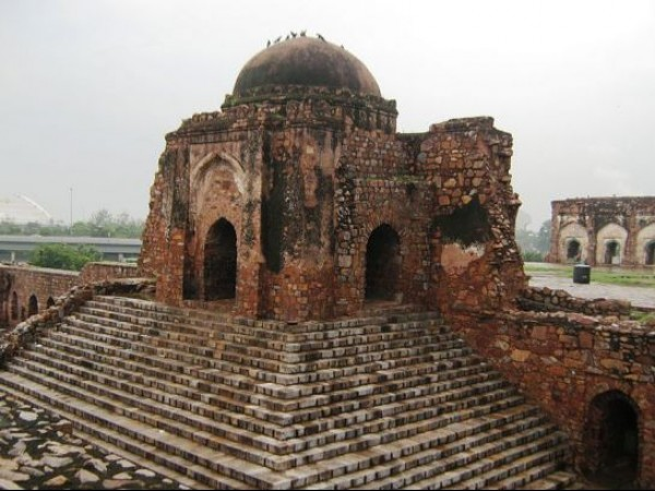 Delhi photos, Feroz Shah Kotla - A full view of the structure