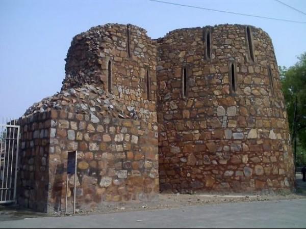 Delhi photos, Feroz Shah Kotla - Historic fortress