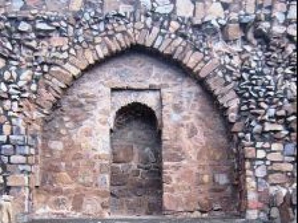 Delhi photos, Feroz Shah Kotla - Reflection of the wall