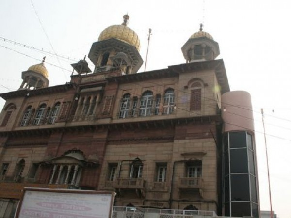Delhi photos, Gurudwara Sis Ganj - Exterior View