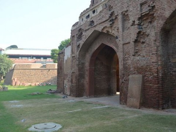 Delhi photos, Kashmiri Gate - View From Behind