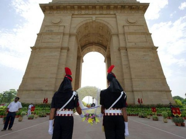 Delhi photos, India Gate - Indian military officers