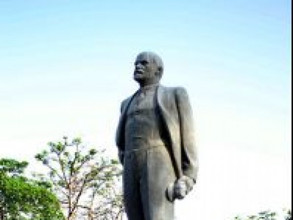 Delhi photos, Nehru Park - Statue of Vladimir Lenin